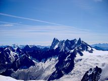 Vista del paesaggio di estate del massiccio della montagna di Mont Blanc dal supporto di Aiguille du Midi Immagini Stock Libere da Diritti