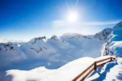 Vista del paesaggio di inverno di Caucaso con il recinto Immagine Stock Libera da Diritti