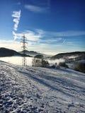Vista del paesaggio di inverno sopra le alpi, montagne nevose, natura coperta di neve al tramonto di inverno St Moritz le alpi sv Fotografia Stock