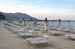 Vista del paesaggio ligure della spiaggia fotografie stock