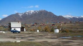 Vista del paesaggio nevoso di Altay Mountains vicino al villaggio di Onguday, Repubblica di Altai Fotografia Stock