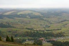 Vista del paesino di montagna Fotografie Stock Libere da Diritti