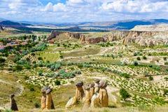 Vista del paisaje impresionante con la roca de la seta en Cappadocia, Turquía Imágenes de archivo libres de regalías