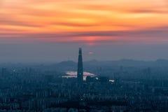 Vista del paisaje urbano céntrico y palabra de Lotte en Seul, Corea del Sur Imagen de archivo