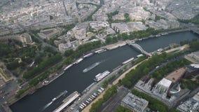 Vista del paisaje urbano de París, Ile de France, Francia de río Sena al estadio del sportif Emile Anthoine del centro almacen de metraje de vídeo