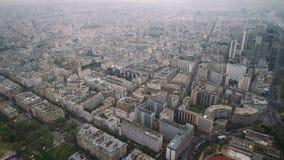Vista del paisaje urbano de París, Ile de France, Francia de río Sena al estadio del sportif Emile Anthoine del centro almacen de video
