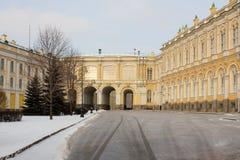 Vista del palacio en la Moscú el Kremlin Invierno Rusia Fotografía de archivo