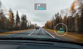 Vista del panel de HUD con la información de la velocidad, navegación, sensores de exploración en la impulsión de alta velocidad  Fotos de archivo libres de regalías