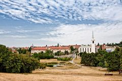 Vista del par de la ciudad con la charca Imágenes de archivo libres de regalías