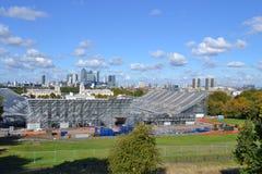 Vista del parco di Greenwich, costruzione equestre olimpica, O2, Canary Wharf Londra Fotografie Stock