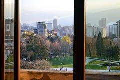Vista del parco nel palazzo nazionale di cultura a Sofia fotografia stock libera da diritti