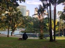 Vista del parque de KLCC en Kuala Lumpur fotografía de archivo