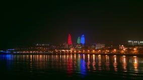 Vista del parque de playa nacional en la noche, ciudad de Baku, Azerbaijan almacen de video