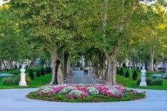 Vista del parque famoso de Zrinjevac en el centro de ciudad de Zagreb, Croacia foto de archivo libre de regalías