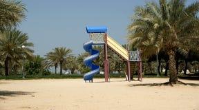 Vista del parque hermoso en Dubai, UAE Playa y parque de Mamzar del Al Imagenes de archivo