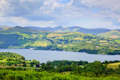Vista del parque nacional Inglaterra Reino Unido del distrito del lago Windermere foto de archivo