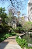 Vista del paseo famoso del río en San Antonio, Tejas - los E.E.U.U. fotos de archivo