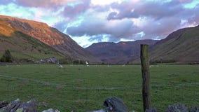 Vista del paso de Nant Ffrancon en el parque nacional de Snowdonia, Gwynedd, País de Gales, Reino Unido almacen de metraje de vídeo
