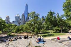 Vista del patio de Heckscher de la roca del árbitro en el Central Park del sur Fotos de archivo libres de regalías