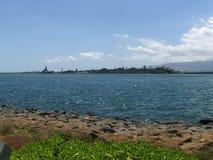 Vista del Pearl Harbor isla conmemorativa y de Ford Fotos de archivo libres de regalías