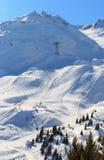 Vista del pendio innevato di Courchevel in alpi francesi Fotografia Stock Libera da Diritti