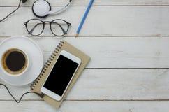 Vista del piano d'appoggio di tecnologia sul concetto del fondo dello scrittorio di affari fotografia stock