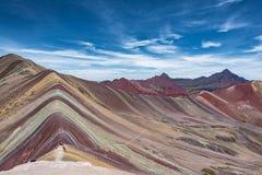 Vista del picco della montagna dell'arcobaleno vicino a Cusco, Perù Fotografie Stock