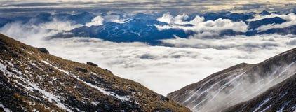 Vista del picco di Coronet sopra le nuvole Immagine Stock