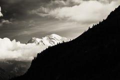 Vista del picco di Mont Blanc dal d'Emosson della bacca vicino alla città svizzera di Finhaut ed alla città francese di Chamonix- Fotografia Stock