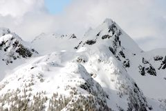 Vista del picco di montagna di inverno Immagini Stock Libere da Diritti