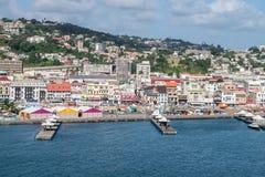 Vista del pilastro e della città della Martinica del Fort-de-France fotografie stock