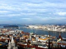 Vista del ponte a catena sopra il Danubio a Budapest Immagini Stock