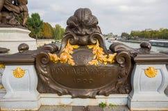 Vista del ponte di Alessandro III sopra il fiume la Senna, che collega Grand Palais ed il Petit Palais al DES Invalides dell'hote fotografia stock