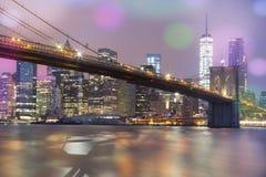 Vista del ponte di Brooklyn di notte, NYC Immagini Stock