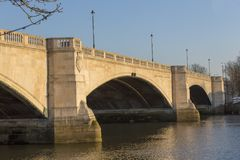 Vista del ponte di Chiswick, sopra il Tamigi, Londra, Regno Unito Immagini Stock Libere da Diritti