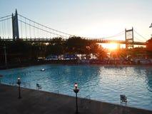 Vista del ponte di Ed Koch Queensboro dal parco della città di Long Island fotografia stock