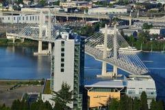 Vista del ponte di incrocio dell'Oregon Portland Tilikum dal tram immagini stock libere da diritti