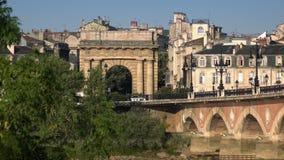 Vista del ponte di pietra al Bordeaux video d archivio