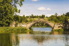 Vista del ponte a dorso d'asino sul lago bianco Immagine Stock