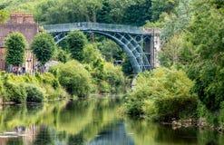 Vista del ponte del ferro nello Shropshire Inghilterra fotografie stock
