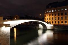 Vista del ponte sopra il fiume di Mosca alla notte Immagine Stock Libera da Diritti
