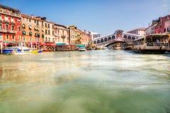 Vista del ponticello del grande canale e di Realto di Venezia fotografia stock