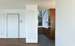 Vista del portello e della cucina di entrata Fotografia Stock