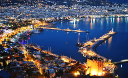 Vista del porto di Alanya dalla penisola di Alanya Turco Riviera fotografie stock libere da diritti