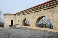 Vista del porto di quarantena dall'arco del parco, Odessa, Ucraina Immagini Stock