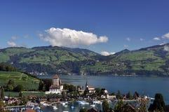 Vista del porto di Spiez, Thunersee, Svizzera Immagine Stock