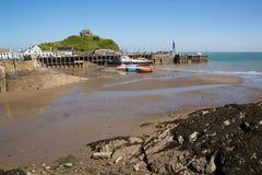 Vista del porto e della costa di Ilfracombe Devon con bello cielo blu Fotografia Stock