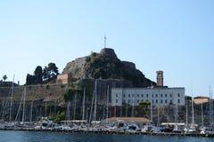 Vista del porto e di vecchi fortres fotografia stock