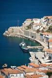 Vista del porto in villaggio greco tradizionale Fotografie Stock