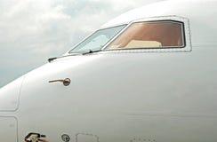 Vista del primo piano dell'aeroplano dell'aereo passeggeri fotografia stock libera da diritti